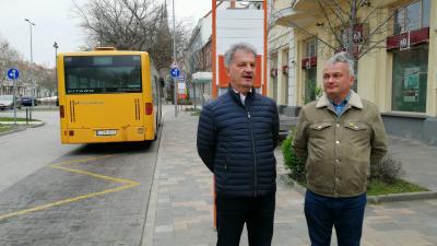 Békéscsaba polgármestere, Szarvas Péter (b) és a polgármester kabinetfőnöke, Szántó Zsolt a szombat délutáni sajtótájékoztatón – (Fotó: Hidvégi Dávid)