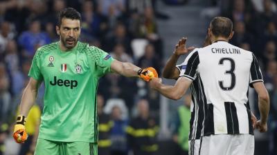 Buffon (b) és Chiellini is maradhat még a Juvetusban – (Fotó: AFP)