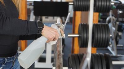 Az edzőtermek üzemeltetői folyamatosan fertőtlenítenek – (Fotó: Hidvégi Dávid)