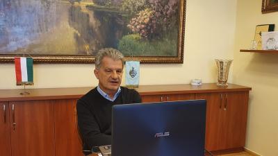 Szarvas Péter online sajtótájékoztatója 2020.04.01.-jén. Fotó: polgármesteri kabinet
