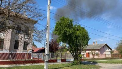 Gázpalack is robbant Mezőhegyesen, a Hild utcában. Olvasói fotó/Zsóri Martin