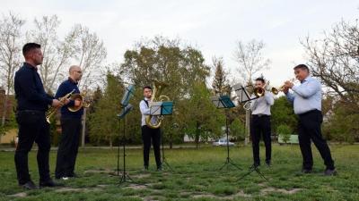 A Tisza Kvintet Békéscsabán, a Lencsési-lakótelepen is zenélt (fotó: Such Tamás)