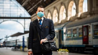 A jegyvizsgálók már maszkban – (Fotó: Illusztráció/MÁV)