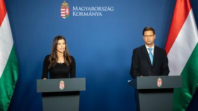 Szentkirályi Alexandra és Gulyás Gergely (MTI/kormany.hu/Botár Gergely)