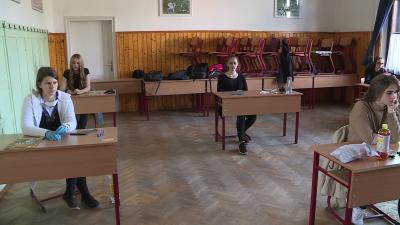 Maximum 7 érettségiző volt egy teremben a Szeberényi Gusztáv Adolf Evangélikus Gimnáziumban. Fotó: Máthé Csongor