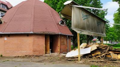 Bontják az egykori Spaten sörözőt Békéscsabán. Fotó: behir.hu/Ujházi György