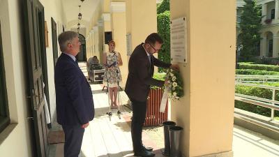 Megkoszorúzták Molnár Sándor emléktábláját a kuláküldözés áldozatainak emléknapján Fotó: Fazekas Róbert
