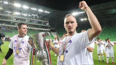 Novothny Soma (b) és Litauszki Róbert a Magyar Kupa serleggel – (Fotó: Pozsonyi Zita)