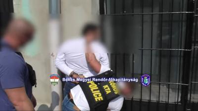 A Békés Megyei Rendőr-főkapitányság Közterületi Támogató Alosztály rendőrei 2019. május 2-án, Budapesten elfogta az elkövetőket – (Fotó: police.hu)