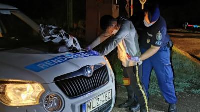 Elek és Lőkösháza között tartóztatták fel a határsértőt vasárnap Fotó forrás: police.hu
