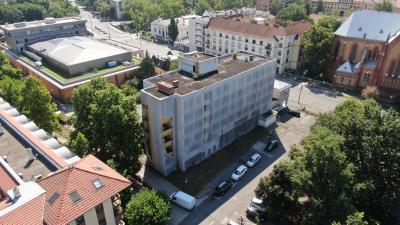 Drónfelvétel a Körös Hotelről 2020. július 29-én. Fotó: behir.hu