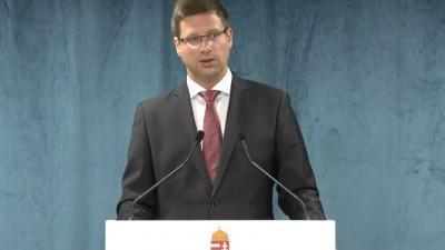 Gulyás Gergely Miniszterelnökséget vezető miniszter a 2020.07.30.-án tartott kormányinfón. Forrás: kormany.hu