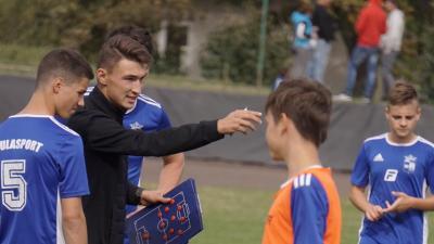 A játékosai kicsivel fiatalabbak az edzőjüknél, de tisztelik Petri Barnabást – (Fotó: Boka Tibor)