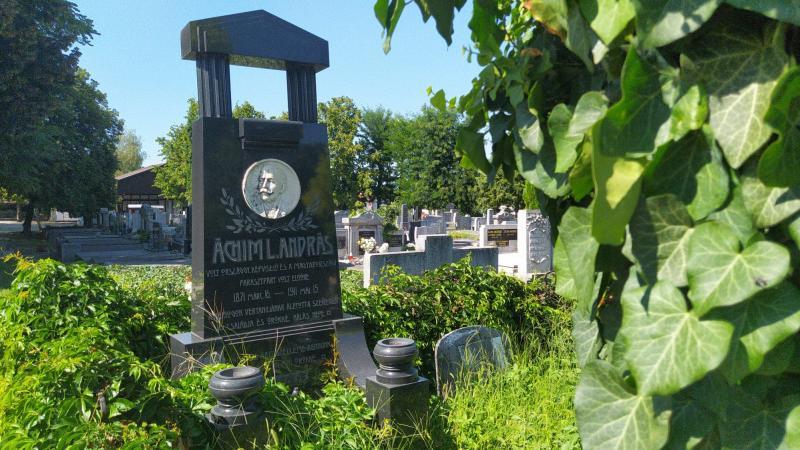 Újra híres csabaiak sírjaihoz látogattak az egyesület tagjai