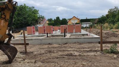 Építkezés az Illésházi és a Jókai utca sarkán. Fotó: behir.hu/Kovács Dénes