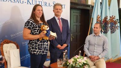 (b-j.) Márton Anita, Szarvas Péter és Kálmán Bálint a KOPP Békéscsabai AC sajtótájékoztatóján 2020.08.13.-án. Fotó: behir.hu/Kovács Dénes
