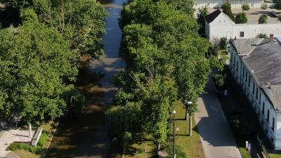 Az Élővíz-csatorna egyik békéscsabai szakasza (fotó: behir.hu)