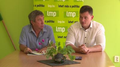 Takács Péter (b), az LMP dél-alföldi regionális elnöke és Kanász-Nagy Máté, az LMP Országos Elnökségének titkára (Kép: Ujházi György/BMC)