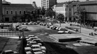 Parkolás a nyolcvanas évek elején (Forrás facebook, Békéscsaba a múltban, Esztergály Keve feltöltése)