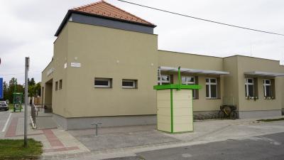 ATM a Jaminai Egészségház mellett (fotó: behir/Ujházi György)