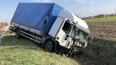 Halálos közúti közlekedési baleset történt 2019. november 19-én 11 óra körül Békés megyében. Fotó: police.hu