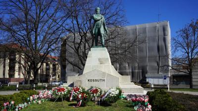 Kossuth Lajos szobra idén, március 15-én (fotó: Szilágyi Viktória)