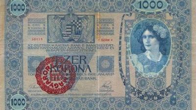 Magyar bélyeggel felülbélyegzett pénz (forrás: wikimedia.org)