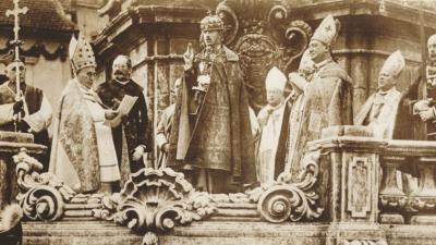 IV. Károly koronázása (forrás: ujkor.hu)