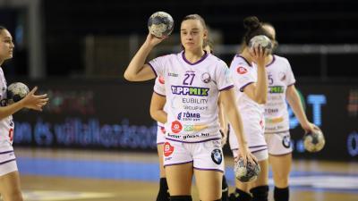 Kukely Anna melegít a Debrecen elleni mérkőzés előtt – (Fotó: Antal János)