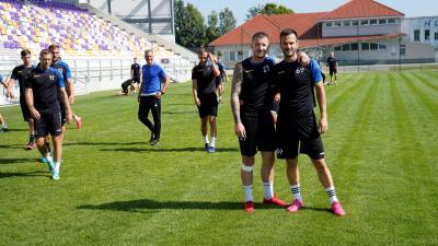 A melegítés után Pilán Márkó és Nikola Pantovic mókásan összeálltak egy fotóra, majd belekezdtek a komoly munkába – (Fotó: Hidvégi Dávid/behir.hu)
