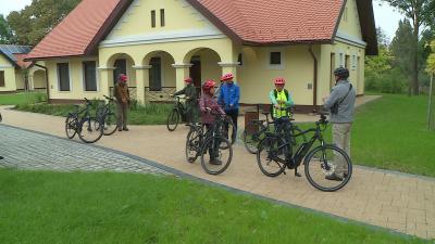 Illusztráció. Elektromos kerékpáros a Körösvölgyi Látogatóközpontban. Fotó: 7.TV/Kovács Dénes