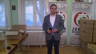 Idősek világnapja alkalmából ajándékozott a Jobbik Fotó: Kugyelka Attila