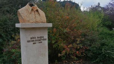 Leverték Búza Barna mellszobrának fejét Sarkadon - (Fotó: Hidvégi Dávid/behir.hu)