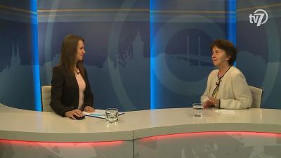 Tóth Bianka Nóra (b.) beszélgetett Rázga Józsefnével (j.) a 7.TV Aktuális című műsorában. Fotó: 7.TV