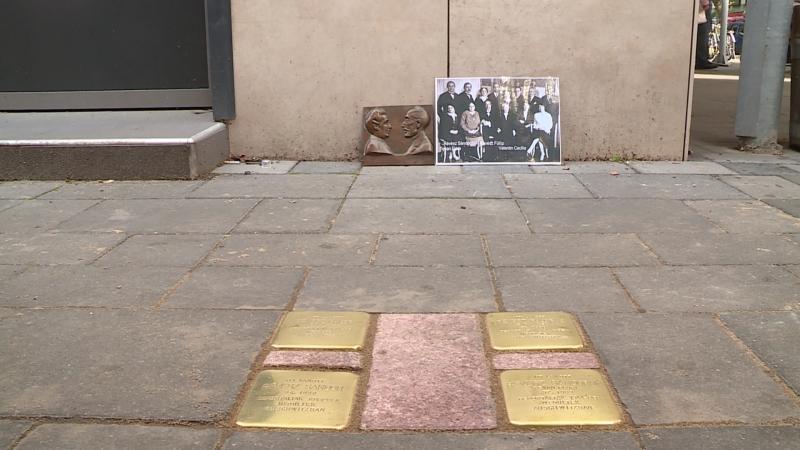 Újabb botlatókövek őrzik az auschwitzi áldozatok emlékét Békéscsabán
