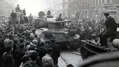 Budapest VIII. kerület, harckocsik a József körúton a József utca és a Baross utca közötti szakaszon 1956-ban. Forrás: Fortepan; Adományozó: Marics Zoltán