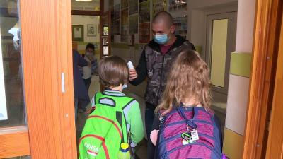 Hőmérsékletmérés a Jankay iskolában. Fotó: 7.TV/Ujházi György