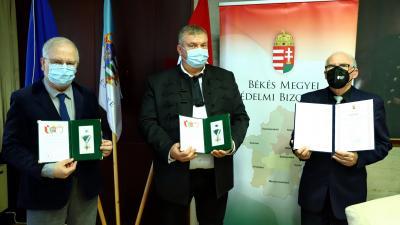 Jároli József, Ando György és Vánsza Pál kapott elismerést. Fotó:Békés Megyei Kormányhivatal/Lehoczky Péter