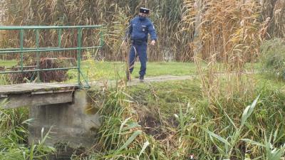 Csatornába esett egy lány Sarkadon, egy rendőr mentette ki. Forrás: police.hu