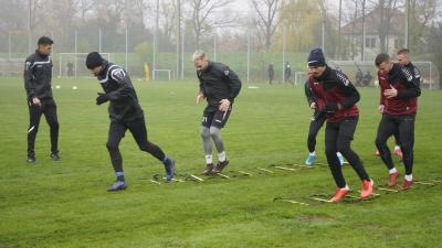 Visszatértek az edzésbe az Előre labdarúgói – (Fotó: behir.hu/Hidvégi Dávid)
