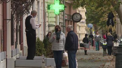 A közterületeken is kellhet a maszk. Fotó: Bagi József / behir.hu