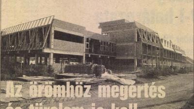 Az épülő iskola a Békés Megyei Népújság 1986. november 29-ei számában
