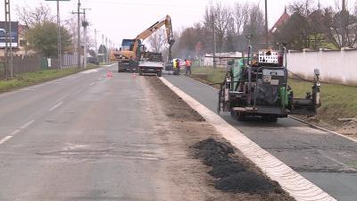 A mezőmegyeri kerékpárút felújítása november végén. Fotó: Kugyelka Attila / 7.TV