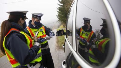 Rendőrségi ellenőrzés. Fotó: MTI/Varga György