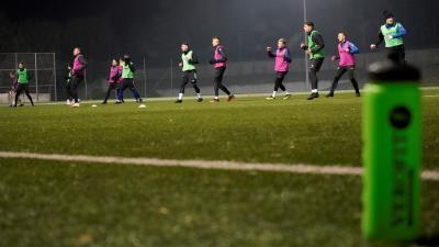 Vannak játékosok, akik már az első csapattal készülnek – (Fotó: Hidvégi Dávid/behir.hu)