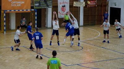 Gál András próbálkozik meg egy lövéssel a mérkőzés utolsó perceiben – (Fotó: Hidvégi Dávid/behir.hu)