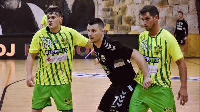 Simon Machác (középen) tíz góllal terhelte meg az orosházi kaput (Fotó: OFKSE)