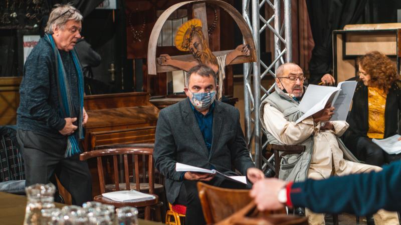 Új bemutatókkal és online darabokkal készül a Békéscsabai Jókai Színház