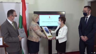 A Békés Megyei Könyvtár díjat kapott a magyar kultúra napján. Forrás: EMMI/Facebook
