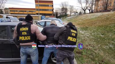 Hat megyében lopott a férfi, akit Békés megyei rendőrök fogtak el. Forrás: police.hu